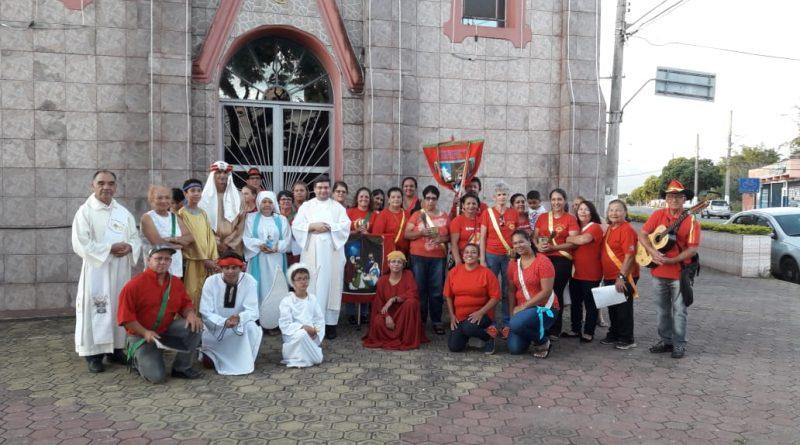 Resgatando tradição, grupos de Folias de Reis visitam casas de Moreira César